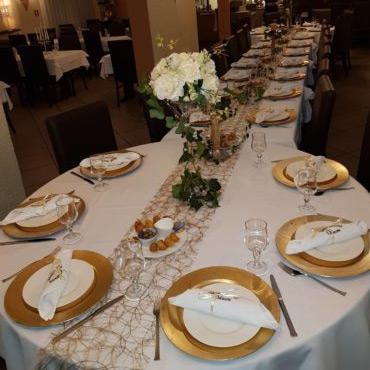 Table dressée pour événement/anniversaire